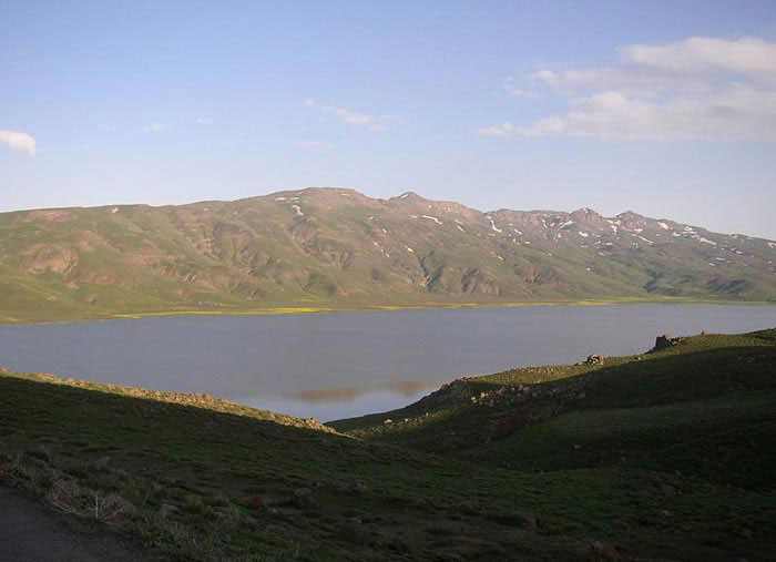 دریاچه نِئور