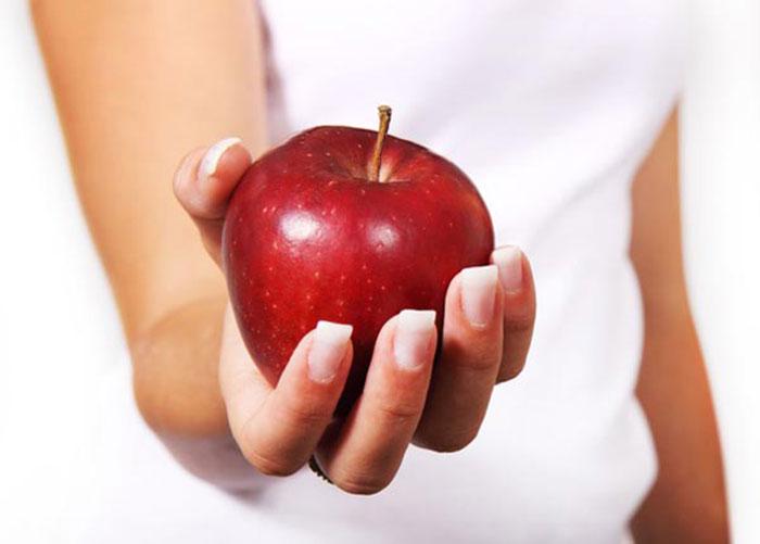 سیب را با پوست بخوریم یا بدون پوست؟
