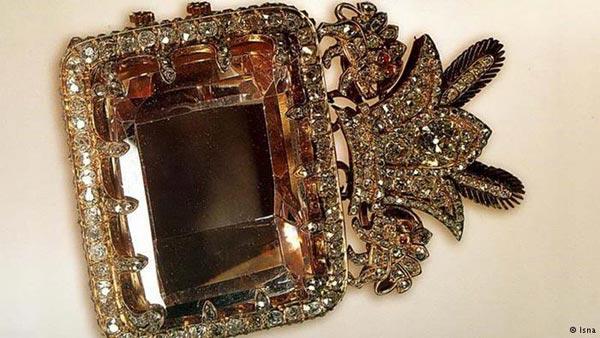 """الماس صورتی رنگ """"دریای نور""""، یکی از بزرگترین الماسهای جهان"""