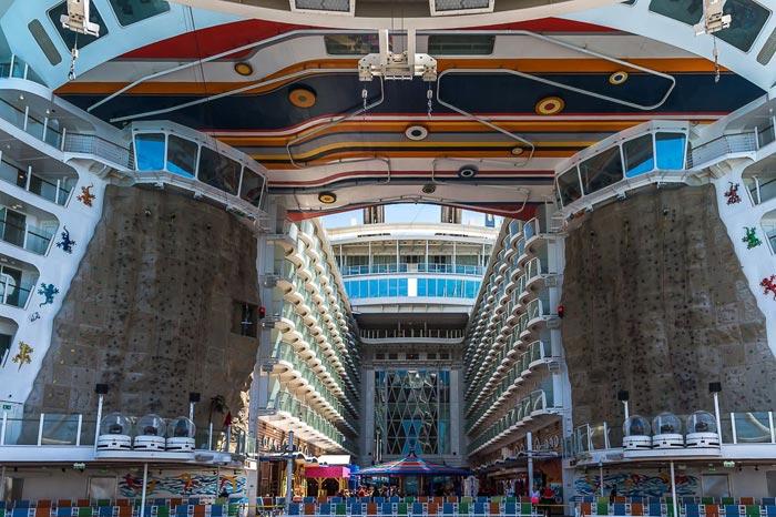کشتی های عظیم الجثه و بزرگ جهان