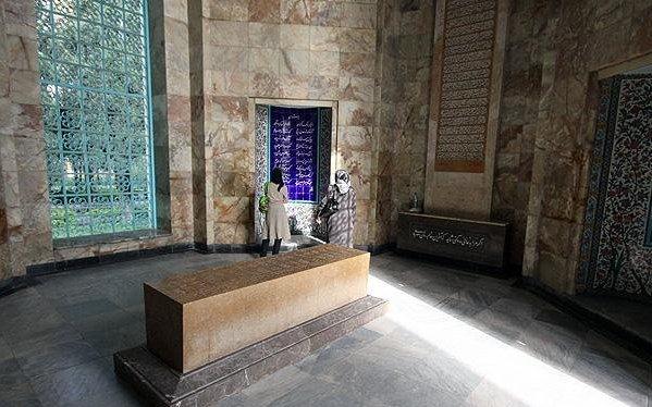 عکس های آرامگاه و سنگ قبر سعدی شیرازی