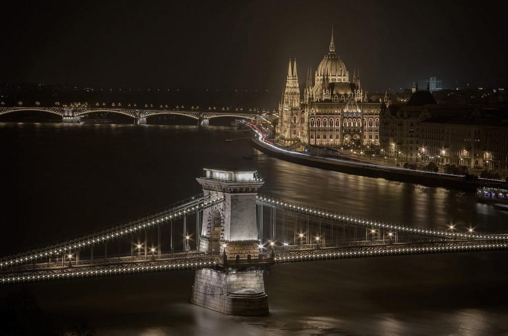 شهر بوداپست در شب