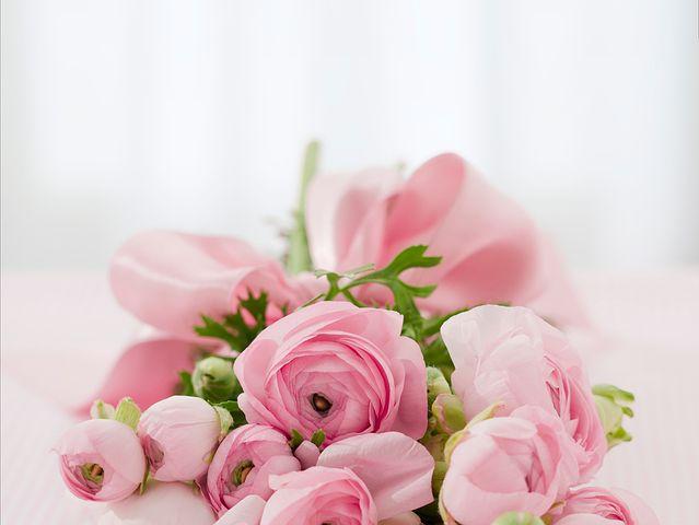 عکس رمانتیک دسته گل رز صورتی زیبا