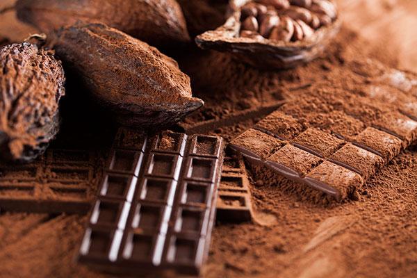 شکلات تلخ از غذا هایی است که دیر خراب می شود