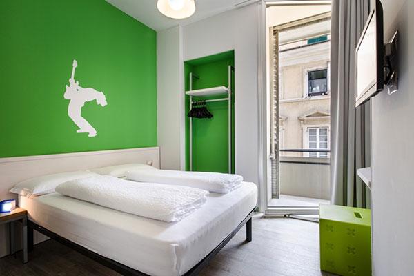 دکوراسیون اتاق خواب به رنگ سبز پسته ای