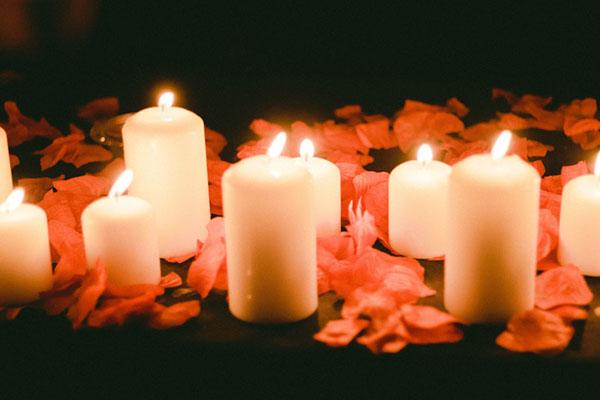 عکس عاشقانه شمع و گل